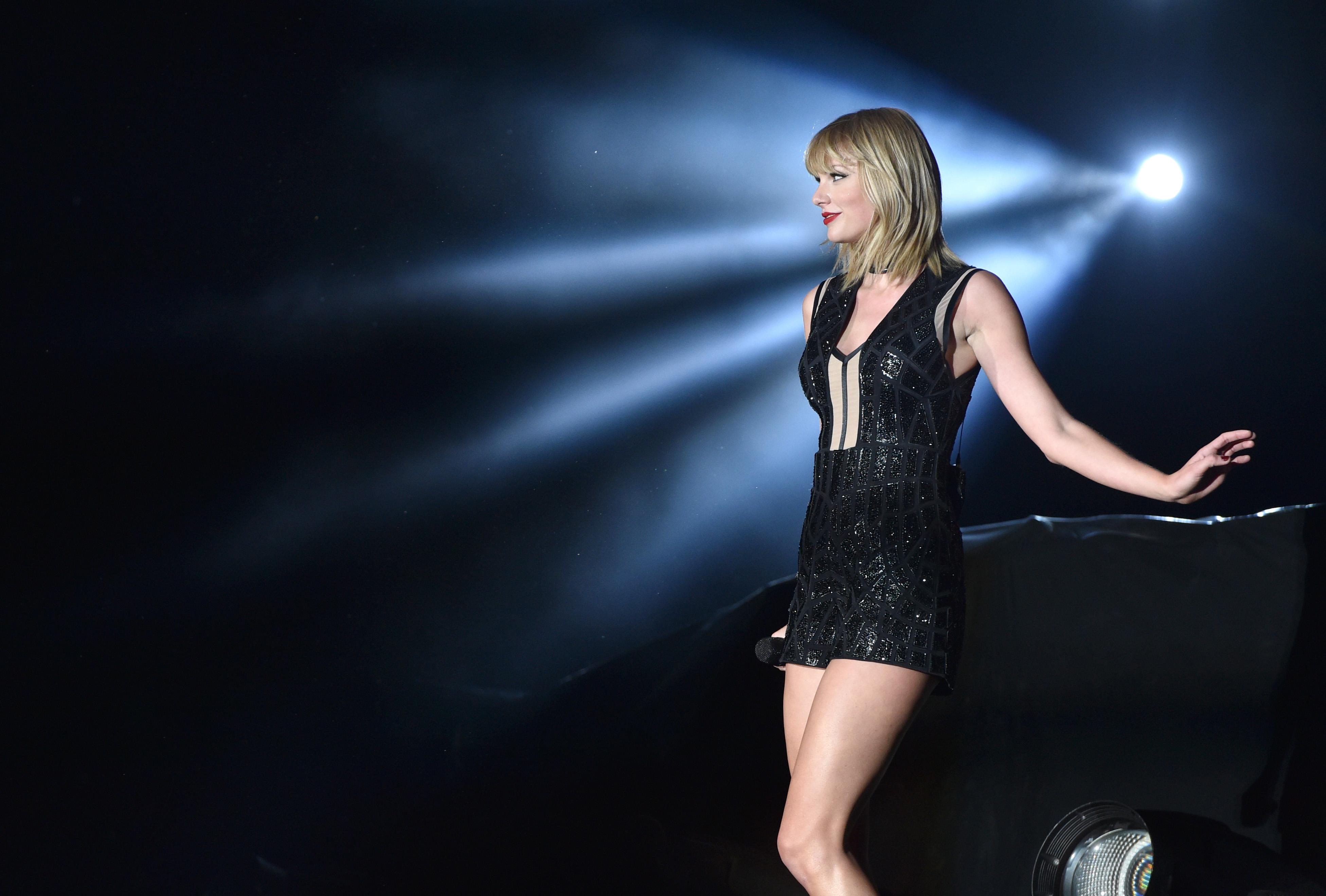 Top celebs of the day (17 photos)