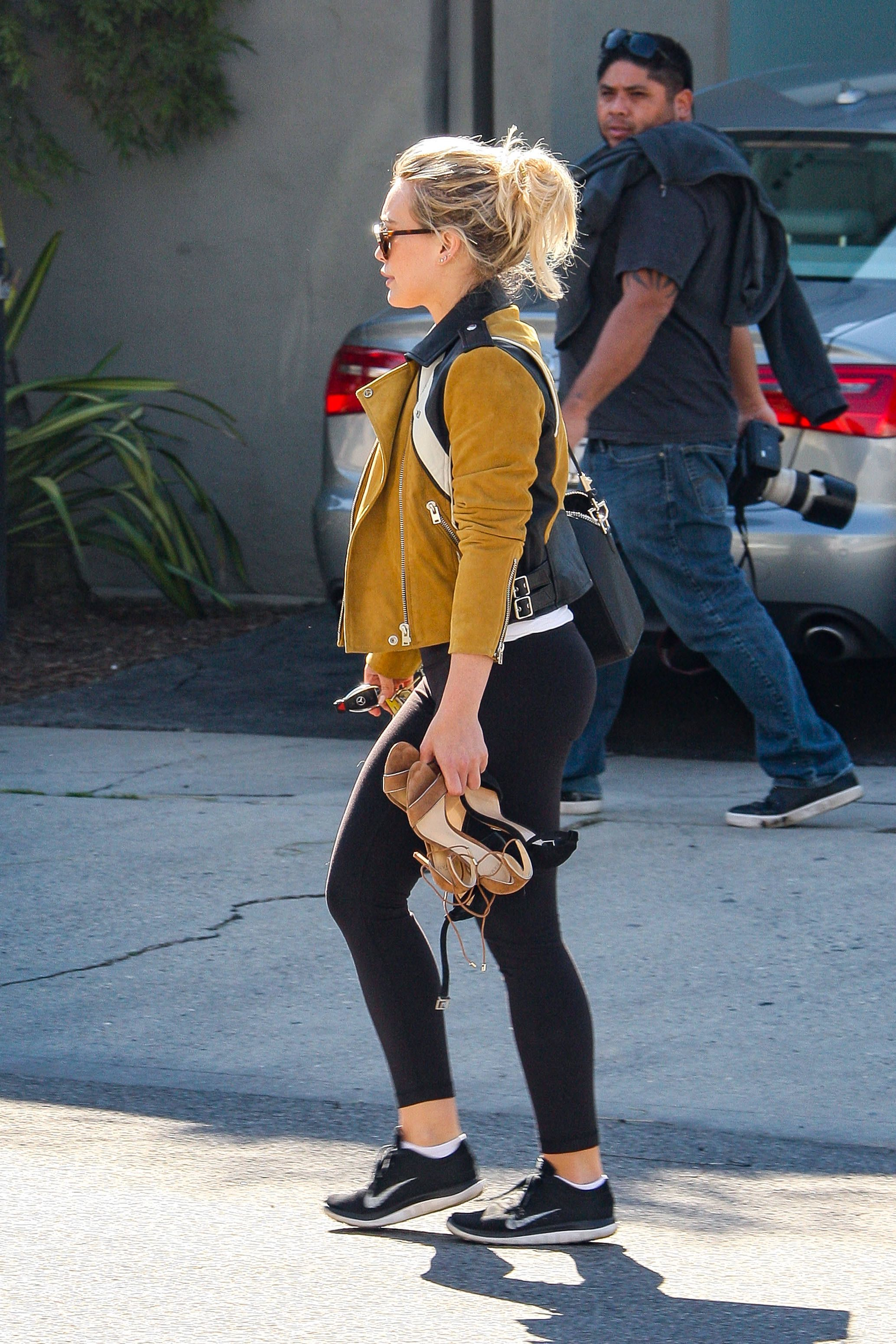 Hilary Duff In Leggings