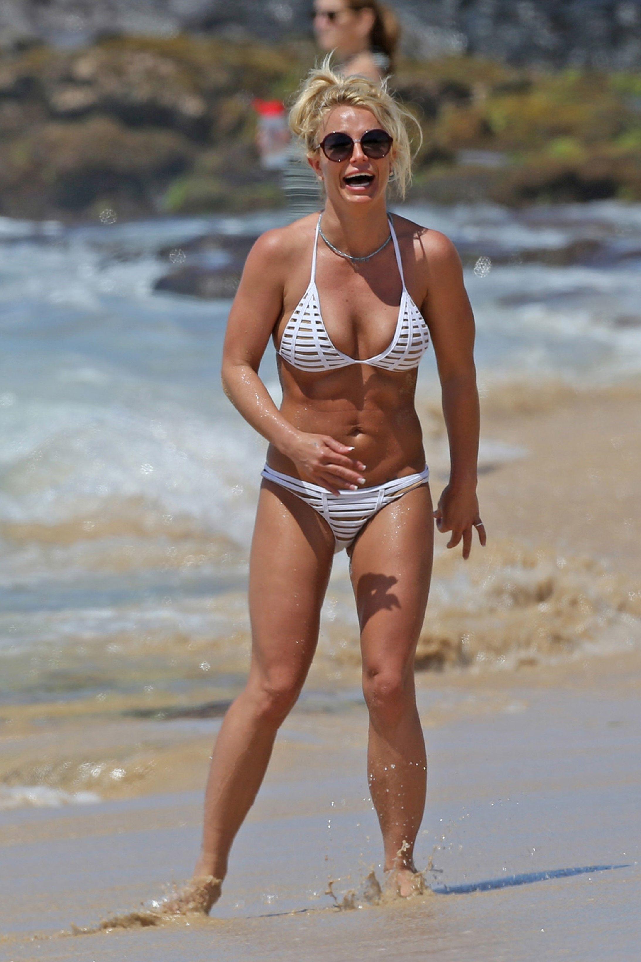 Britney Spears In Hawaii – Still Fit