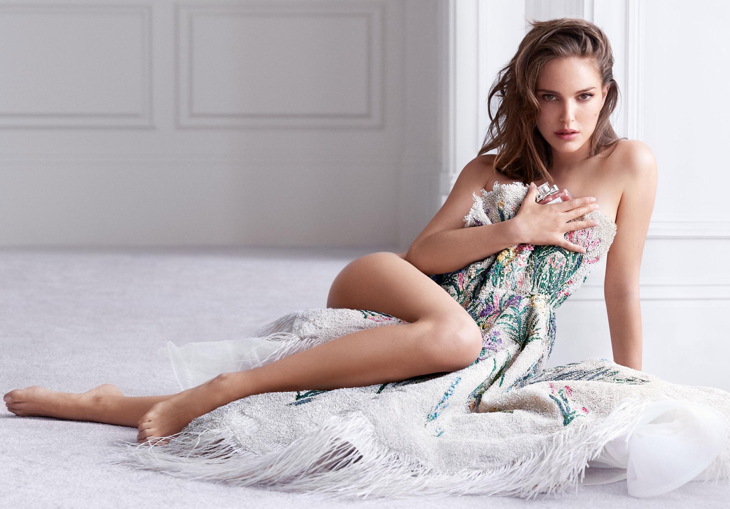Natalie Portman Giving Femme Fatale Vibes