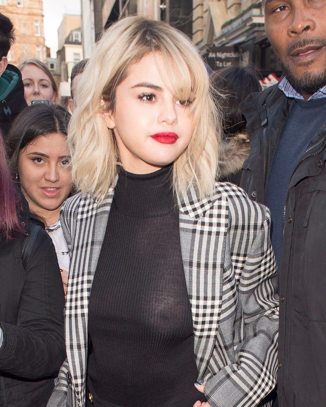 I Love No-bra Selena Gomez!