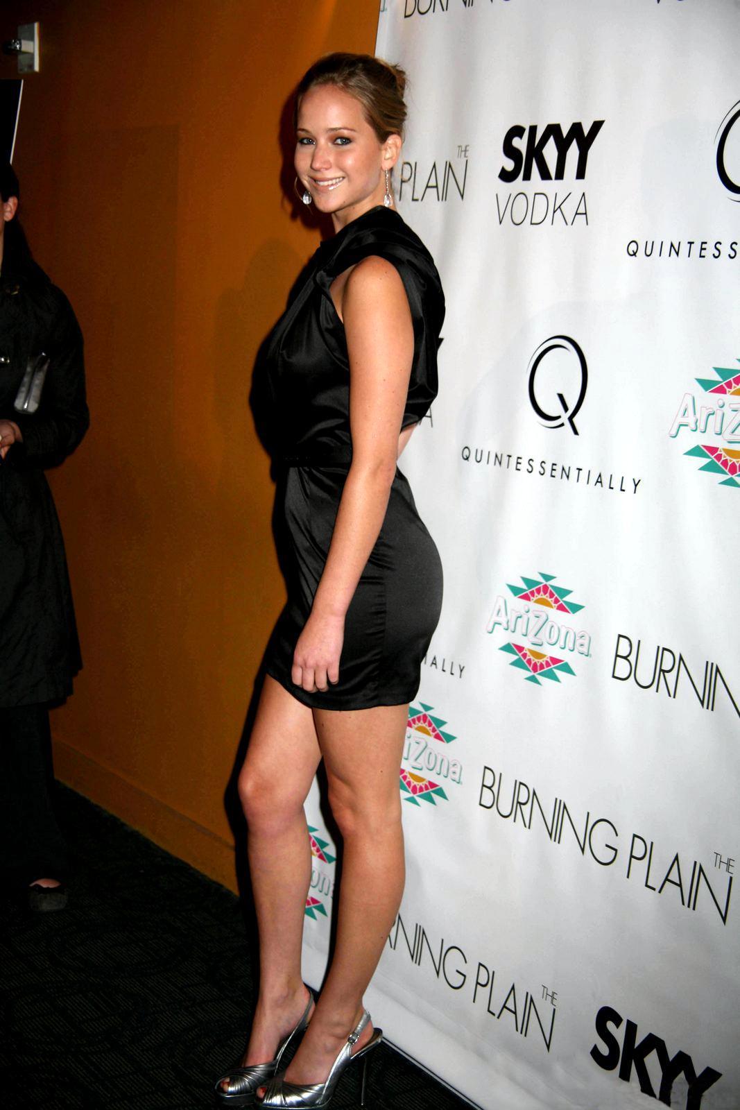 Jennifer Lawrence – Tiny Black Dress