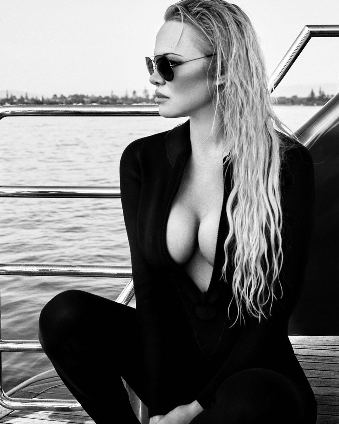 Pamela Anderson 🔥👀