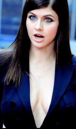 Alexandra Daddario- Simply Breathtaking!