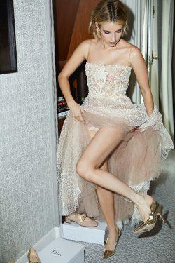 Emma Roberts Flashing Her Legs