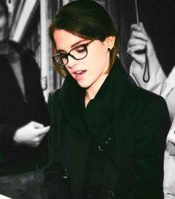 Emma Watson Looks Amazing In Glasses