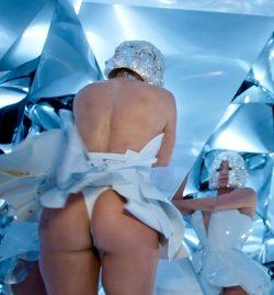 Jennifer Lopez In A Thong