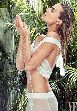 Margot Robbie ….. Glamorous