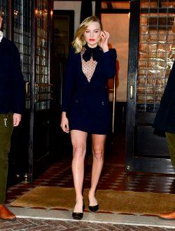 Margot Robbie Toned Legs