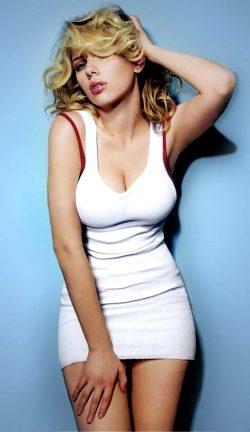 Young Scarlett Johansson