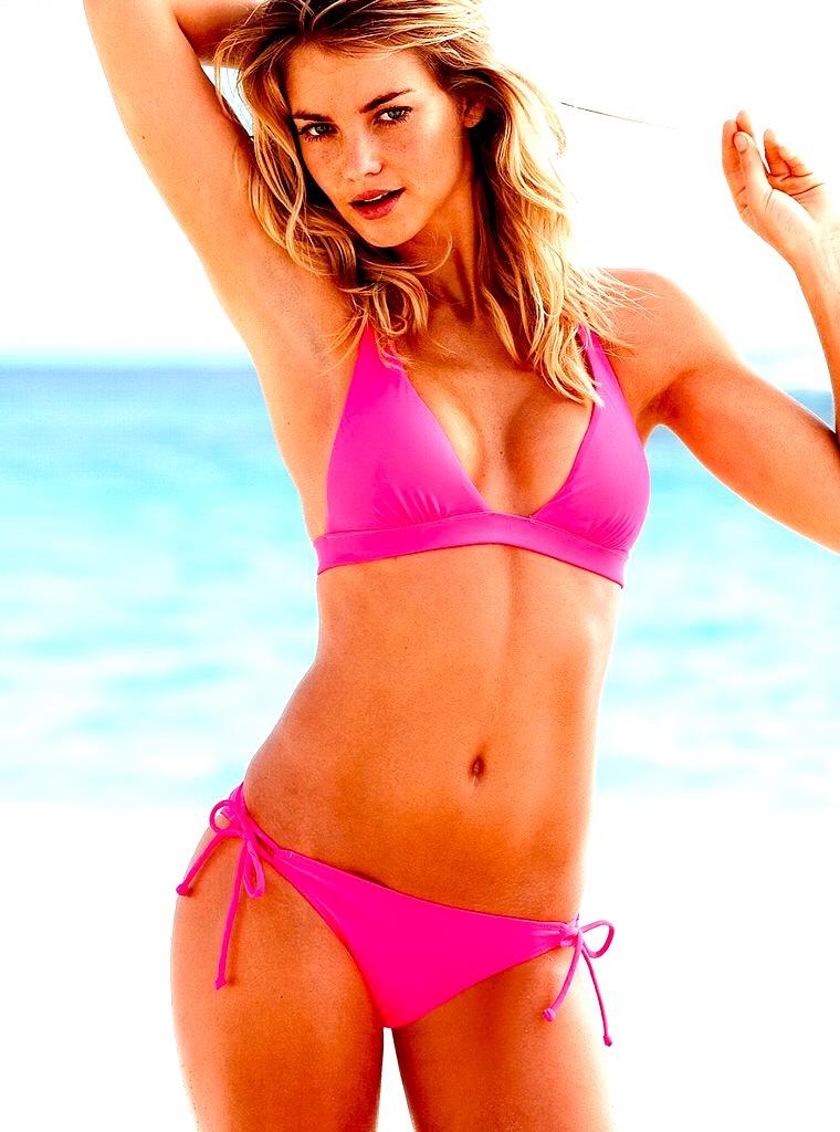 elyse-taylor-in-a-bikini