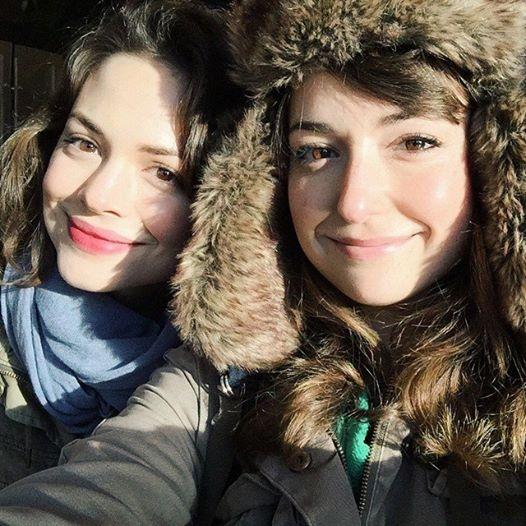 milana-vayntrub-in-a-cute-fuzzy-hat