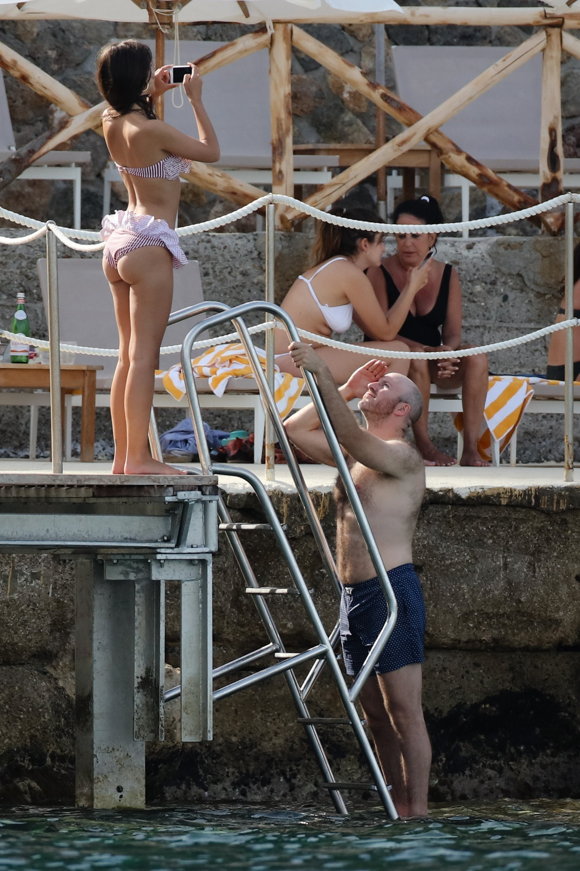 emily-ratajkowski-bikini-in-italy_007